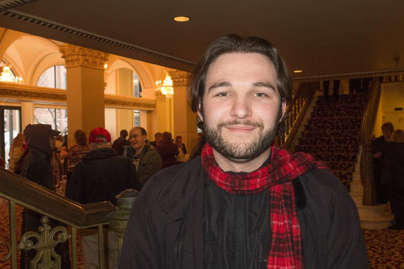 作曲家Mikhail Cucuk观看了12月30日下午在盐湖城的神韵演出。(马亮/大纪元)