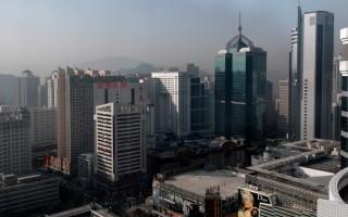 25日,微博爆出消息稱,大陸深圳兩個均價過10萬/㎡的樓盤上市,最貴42萬元/㎡開售?圖為深圳樓房。(PHILIPPE LOPEZ/AFP)