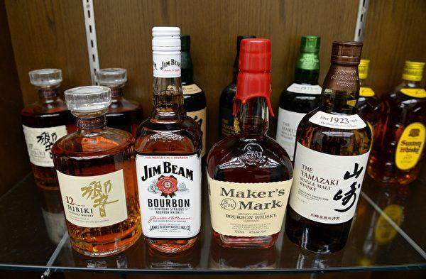 根據一項最新的研究發現,美洲每年有近8萬人的死亡直接原因為飲酒。同時,根據醫學文獻得知一個重要資訊,飲酒是導致過早死亡的一個原因。圖為各種酒類飲料。 (YOSHIKAZU TSUNO/AFP)