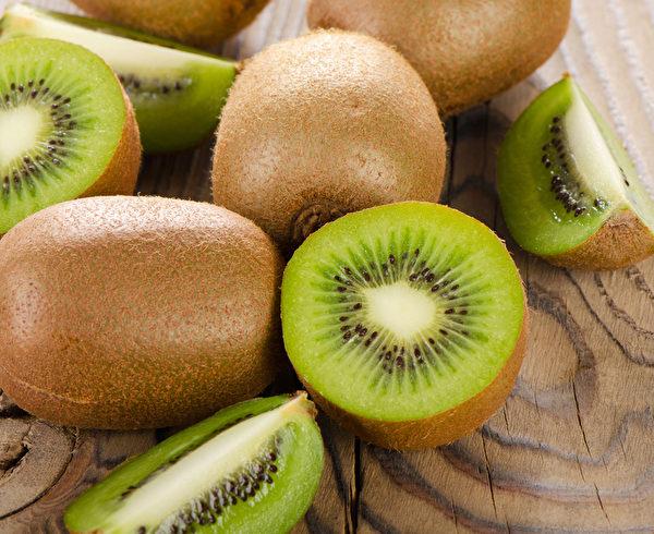多吃猕猴桃可以保护视力。(Fotolia)