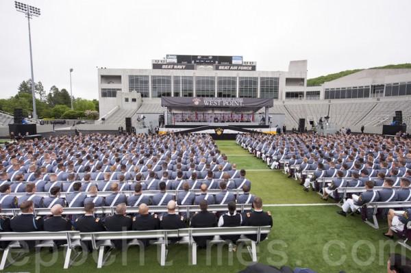 西点军校2014年毕业典礼。(戴兵/大纪元)