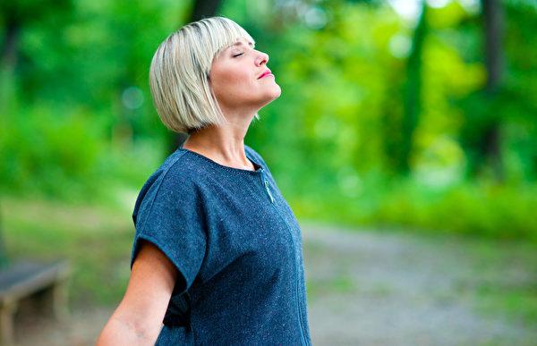 调整呼吸是放松心灵、放慢思想的好办法。(fotolia)