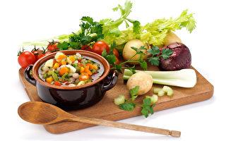 营养师建议在购买的礼盒年菜中增加红黄绿,同时兼具营养及美味。(Fotolia)