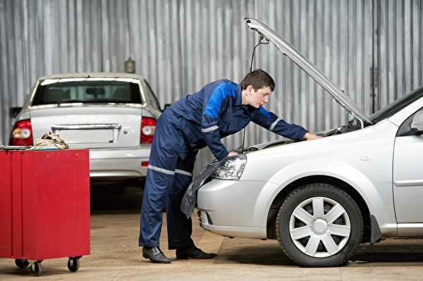 定期更換機油可保護引擎。(Fotolia)