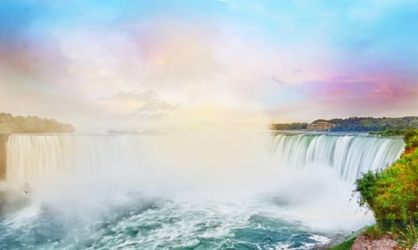 生动的尼亚加拉大瀑布,安大略省,加拿大(fotolia)