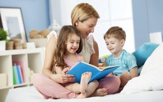 讀繪本時,聽取孩子的想法,與孩子交流,會讓孩子感到讀書是很開心的事。(Fotolia)