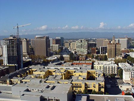 硅谷高科技公司蓬勃发展,让圣荷西的住房供不应求。(HELENE LABRIET-GROSS/AFP/Getty Images)