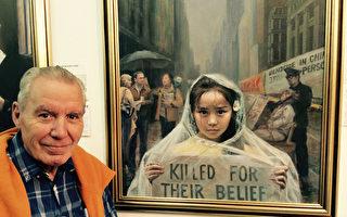 """西班牙画家Juan Pablo Blanch Ribó 参观在西班牙巴塞罗那的马塔洛举办的""""真善忍""""美展后留影。(大纪元)"""
