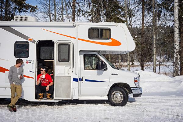 加拿大冬季長,房車旅遊,戶外滑雪,已經成為一種生活時尚。(大紀元)