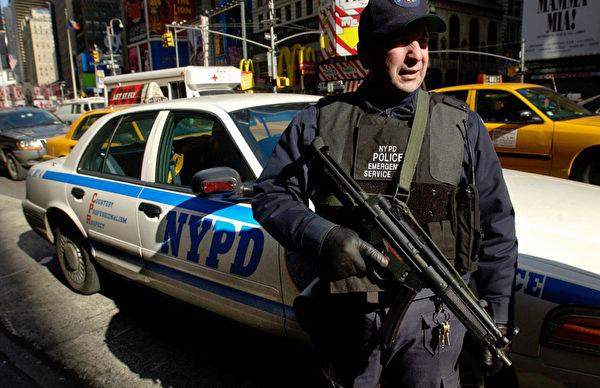 警察的耐压力也高达99分。(Chris Hondros/Getty Images)