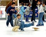 冬季滑冰,是孩子们最喜欢的运动。(Frederick M. Brown/Getty Images)