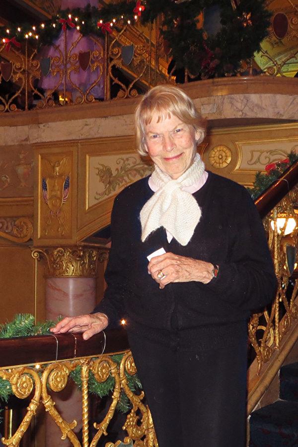 經歷過納粹戰爭時代的Mariana.Bohn女士表示: 「感受到非常大的希望,尤其是最後一幕,……就是希望和慈悲!」(尹婉/大紀元)