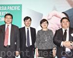 (左)法巴首席经济学家陈兴动,(右二)法巴中国金融研究部董事张卓佳。(余钢/大纪元)