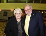 1月6日晚,退休夫婦Peter Mazzeo先生與太太Margrate Maymard一同觀看了神韻紐約藝術團在美國佛羅里達萊克蘭中心的第二場演出。他們讚歎神韻完美傑出(袁麗/大紀元)