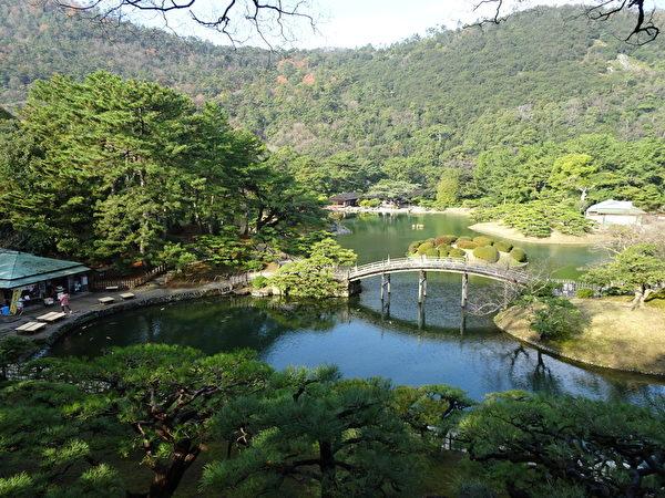 栗林公园偃月桥(王知涵/大纪元)