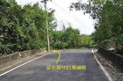 遇T字形岔路口,取右行。 (图片提供:tony)