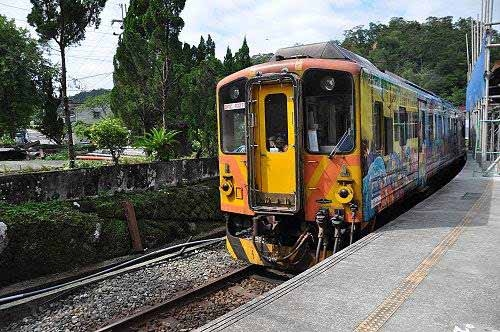 搭乘火车,返回望古车站。 (图片提供:tony)