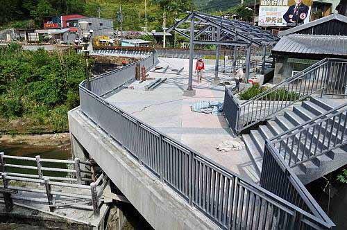 岭脚车站旁正在建设新的观景平台,与岭脚古桥相通。 (图片提供:tony)
