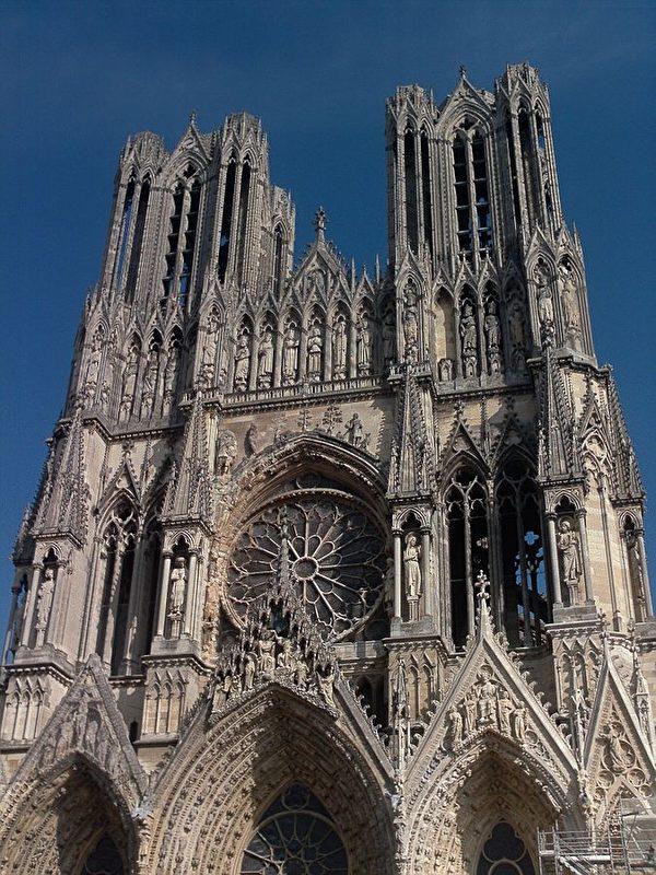 蘭斯大教堂,法國傳統上的加冕典禮地點。(維基百科公共領域)