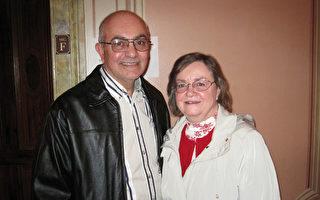 Dennis Marta先生与太太Kathleen Marta女士观看了1月9日下午神韵巡回艺术团在费城音乐学院剧院第二场演出,并且感受到巨大的正面能量。(童云/大纪元)