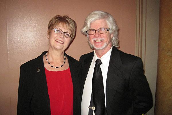 1月9日下午,Terry Brophy先生观看完神韵巡回艺术团在费城音乐学院剧院的第二场演出后说,他从神韵学到了许多。(童云/大纪元)