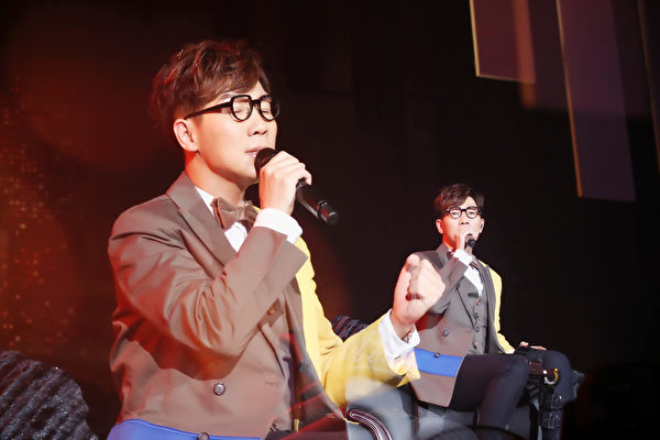 在全场歌迷的鼓励声中,品冠感动开唱。(种子音乐提供)