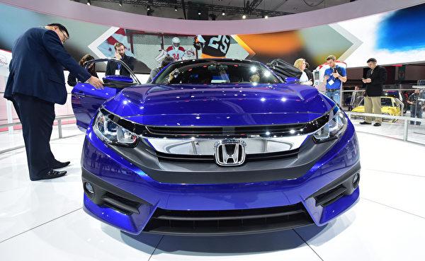 經過重新設計的2016年款運動型本田思域在2015年9月正式發布,再次獲得業界肯定和消費者喜愛。(FREDERIC J. BROWN/AFP)