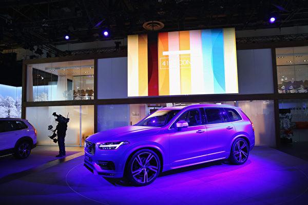 1月11日,2016年北美車展在底特律開幕,最佳年度卡車/多功能車由沃爾沃X90獲得。(Scott Olson/Getty Images)