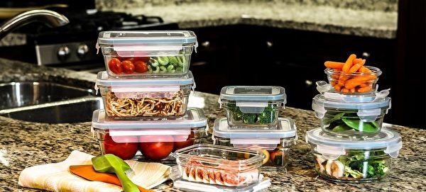 用玻璃保鲜盒盛装各种饭菜更安全。(商家提供)