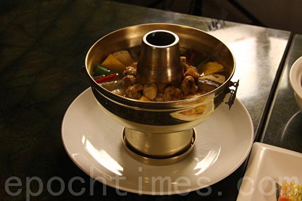 「神仙爐」是另一到美味的韓式宮廷料理代表。(徐綉惠/大紀元)