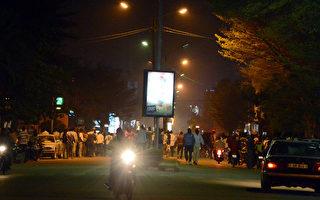 西非遭第二次襲擊 槍手縱火挾人質 槍戰繼續