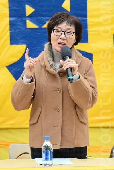 大约八百名香港及来自亚洲国家及地区的部分法轮功学员,星期六在北角的英皇道游乐场举行反迫害集会,到场声援。(宋祥龙/大纪元)