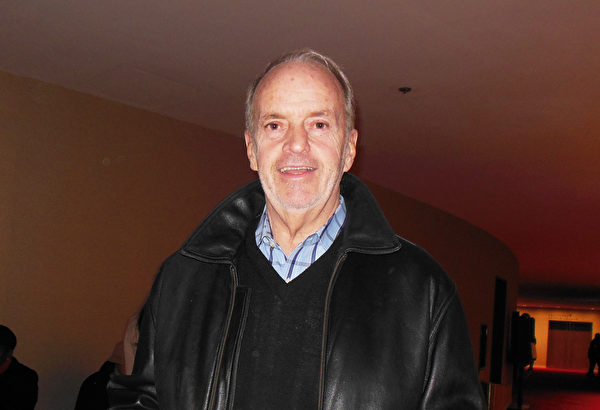 退休律師Richard Massey於2016年1月16日觀看神韻紐約藝術團在紐約林肯中心大衛寇克劇院的演出。(李辰/大紀元)