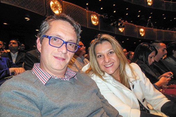 網路設計師David Kraljic和夫人Carla Kraljic於2016年1月16日觀看神韻紐約藝術團在紐約林肯中心大衛寇克劇院的演出。(李辰/大紀元)