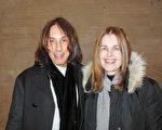 時尚造型大師Edward Tricomi和太太Deborah Tricomi 1月16日晚在紐約林肯中心觀賞了神韻演出,表示演出的神性內涵引發人內心共鳴。(李辰/大紀元)