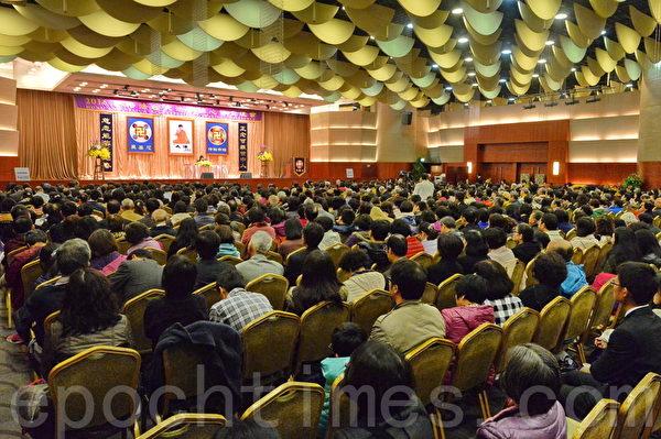 2016香港法轮大法修炼心得交流会在尖沙咀举办,来自各国的法轮功学员在此交流彼此的修炼心得。(宋祥龙/大纪元)