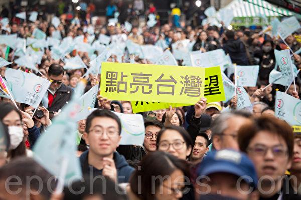 六四学运人士谈到,很多中国人羡慕台湾选举,已把民主价值观摆到首位,甚至凌驾于统独问题之上。(陈柏州/大纪元)