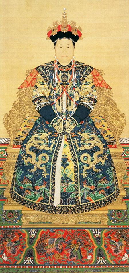 孝莊文皇后朝服像(老年)(維基百科公共領域)