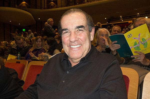 退休建築師Tom Zabala表示,神韻節目令人興奮不已。(馬亮/大紀元)