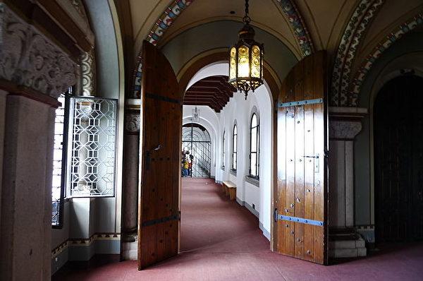 新天鹅城堡内部(维基百科公共领域)