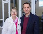 1月20日下午,在美國佛州墨爾本的國王劇院(King Center),退役軍人Brett Cook和太太Gwen Cook觀看了神韻,他們盛讚神韻是偉大、卓越、優秀的演出。(袁麗/大紀元)