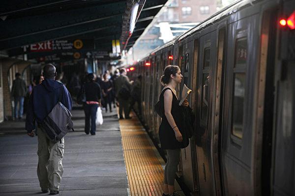 纽约的地铁是最方便的交通工具之一,但是也有一些要注意的地方。(Spencer Platt/Getty Images)