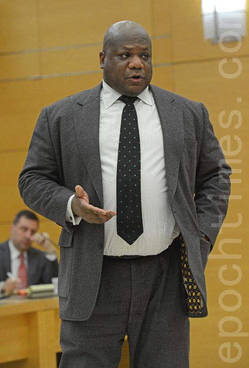 梁彼得案的主诉检察官阿力克斯。(大纪元图片)