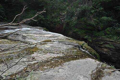 姊妹瀑布崖顶。(图片提供:tony)