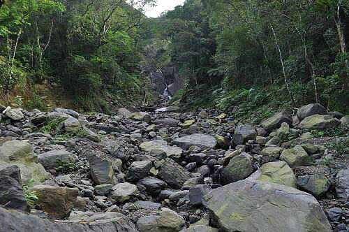 崩场区的上游处,出现一座小瀑布。 (图片提供:tony)