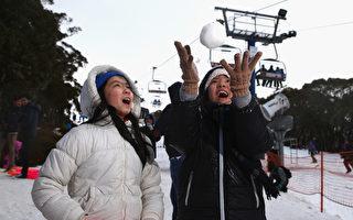 根據加拿大麥吉爾大學的研究發現,建議小朋友不要食用積雪。(Robert Cianflone/Getty Images)