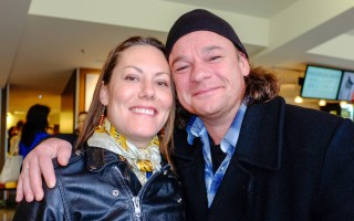 电影技师Markus Wade(右)和朋友、摄影助理Krista Stumph一同观看了神韵演出后,对神韵晚会赞不绝口。(陈怡然/大纪元)