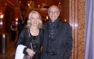 Cordero夫婦2016年1月23日晚在拉斯維加斯史密斯藝術中心觀看了神韻演出。(史迪/大紀元)