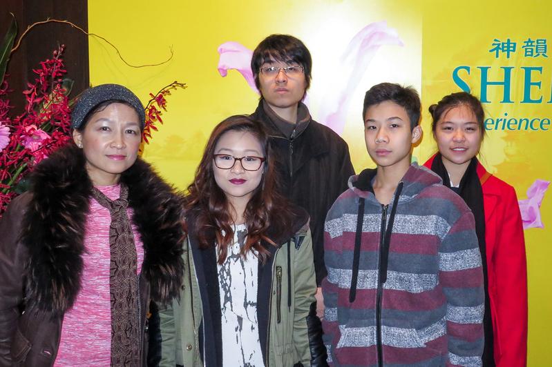"""""""太极瑜伽功夫养生馆""""创建人陆芷羚(Angela Lu)女士表示,神韵演出对华人社区来讲是一个很大的福气。(廖青/大纪元)"""