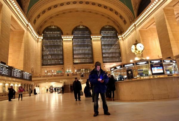 中央火车站已经部分恢复通车,下午3点会全面恢复。(Yana Paskova/Getty Images)